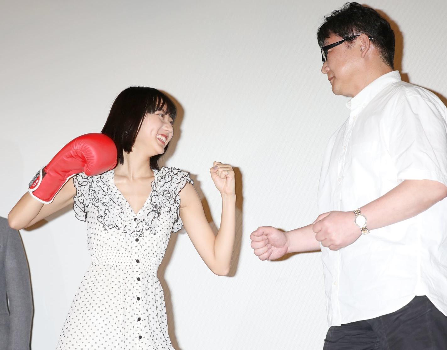武田玲奈の腋見せパンチ (2)