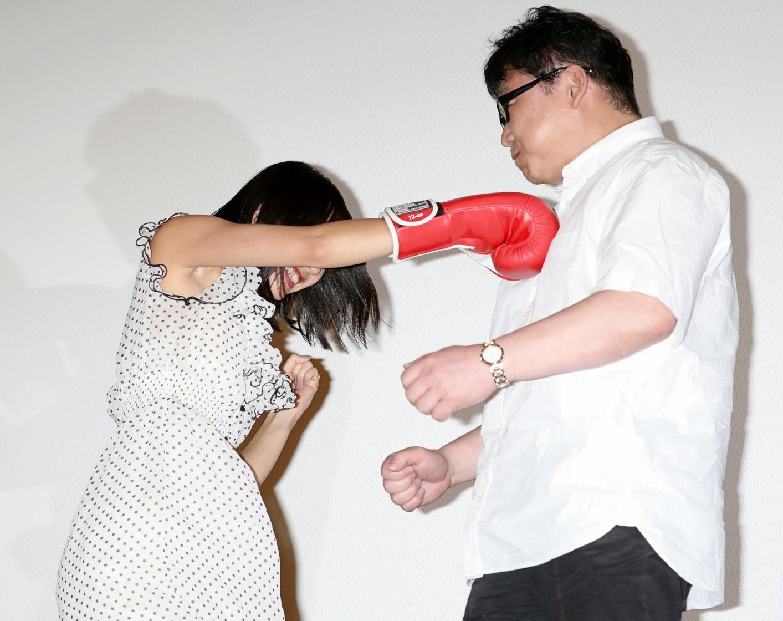 武田玲奈の腋見せパンチ (3)