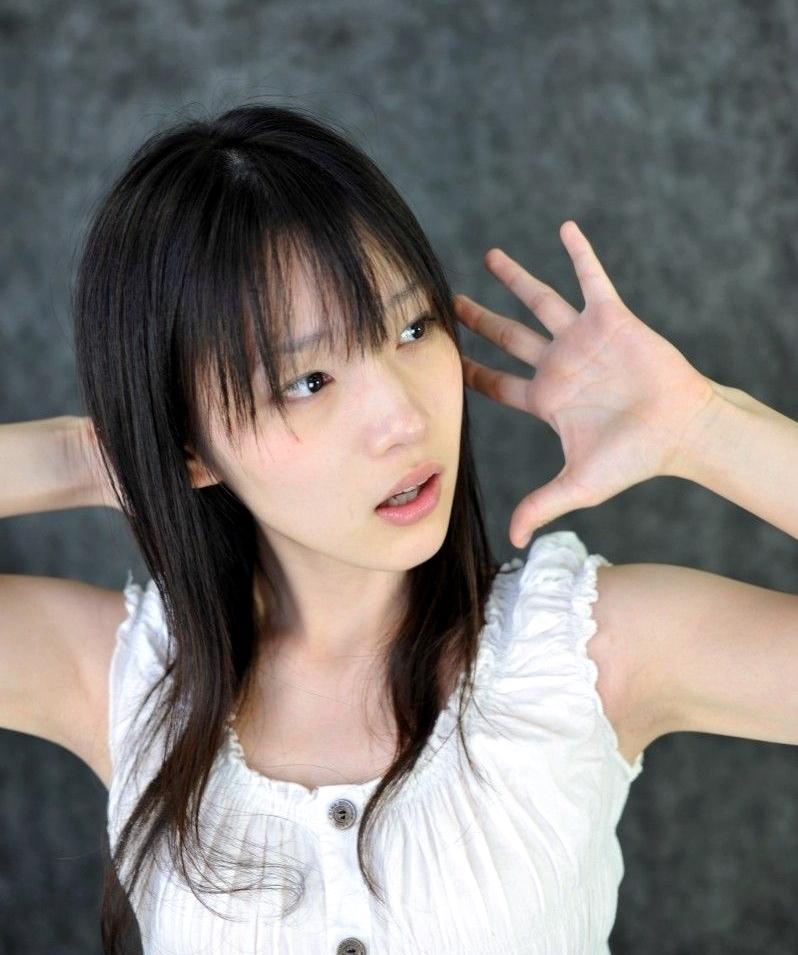 内田真礼の腋見せ (1)