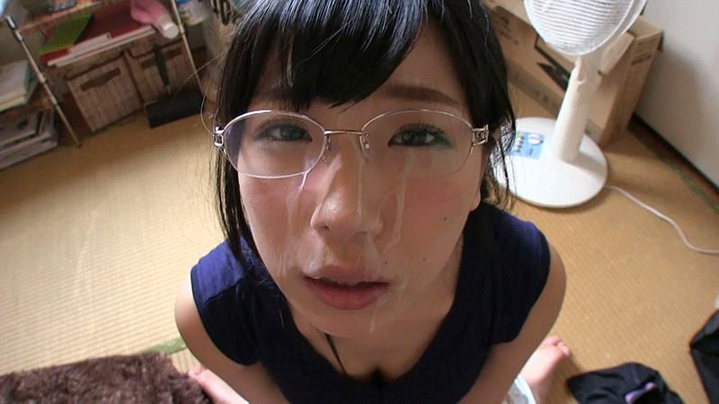 淫乱なメガネの素人の、顔射首絞めハメ撮り無料H動画。【イラマチオ動画】