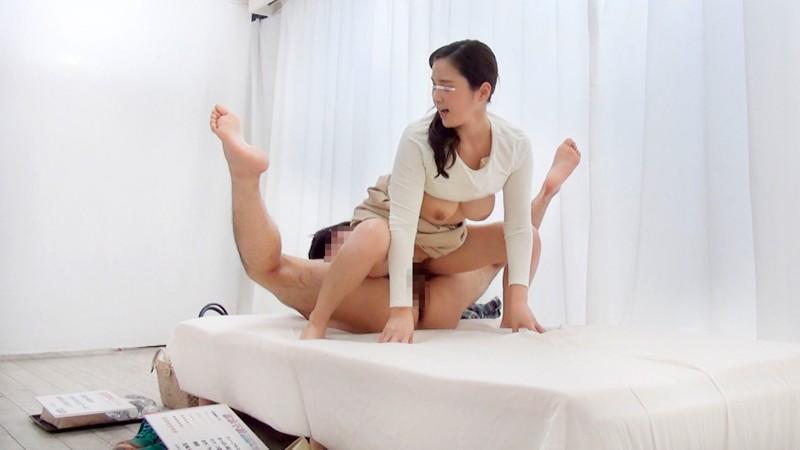 【童貞】巨乳の人妻の、sex中出しフェラ無料動画。【人妻動画】