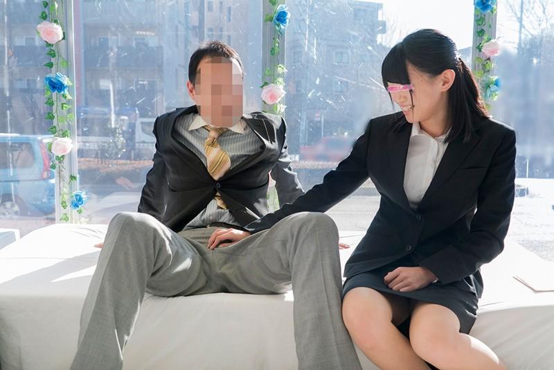 【同僚 フェラ】スレンダーなエロい美乳の同僚OLのフェラ即ハメ中出しプレイがエロい。