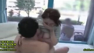 MM号にて、子持ちな巨乳の人妻の、中出し無料H動画。【人妻動画】