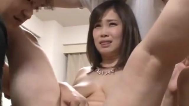 【おっぱい】美人な巨乳の女性の、時間停止無料動画。