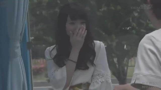 マジックミラー号にて、Aカップで微乳の女子大生美女の、オイルマッサージ無料動画!【女子大生、美女動画】