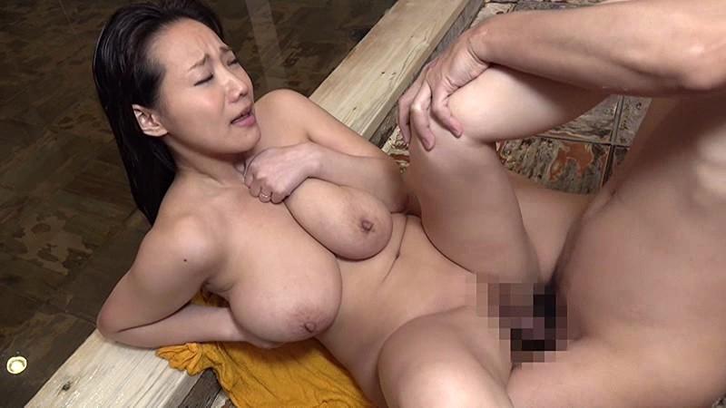 【お風呂】混浴温泉にて、卑猥な巨乳の奥様人妻の、浮気即ハメセックス無料エロ動画。【パイズリ動画】