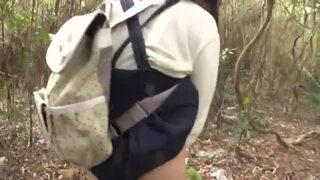 【ヤバイやつ】野外にて、貧乳でロリでパイパンの女性の、中出しレイプハメ撮り無料動画!【強姦、露出、セックス、調教動画】