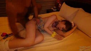 小悪魔スレンダーなギャル女子校生の、騎乗位足コキフェラ無料H動画!【ハメ撮り動画】