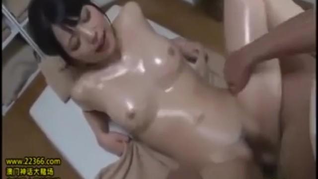 巨乳の若妻の、潮吹き寝取られ無料H動画!【若妻動画】