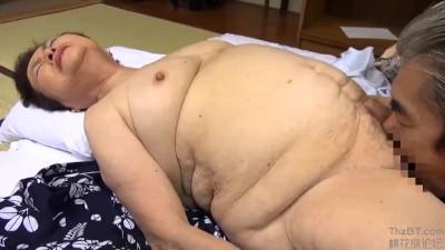 【閲覧注意】ぽっちゃりで巨乳のおばさんの、セックス無料動画!【おばさん動画】