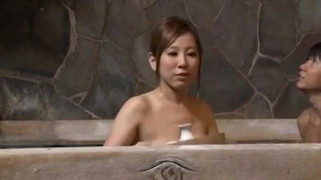 【痴女 sex】スレンダーでエロい巨乳の痴女熟女の、sex手コキ逆レイプが、女湯にて…。実にグラマラス!