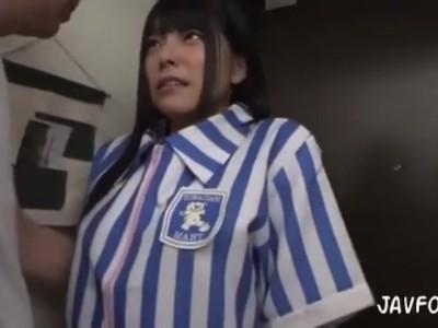 巨乳の、上原亜衣のフェラ中出し無料エロ動画。【上原亜衣動画】