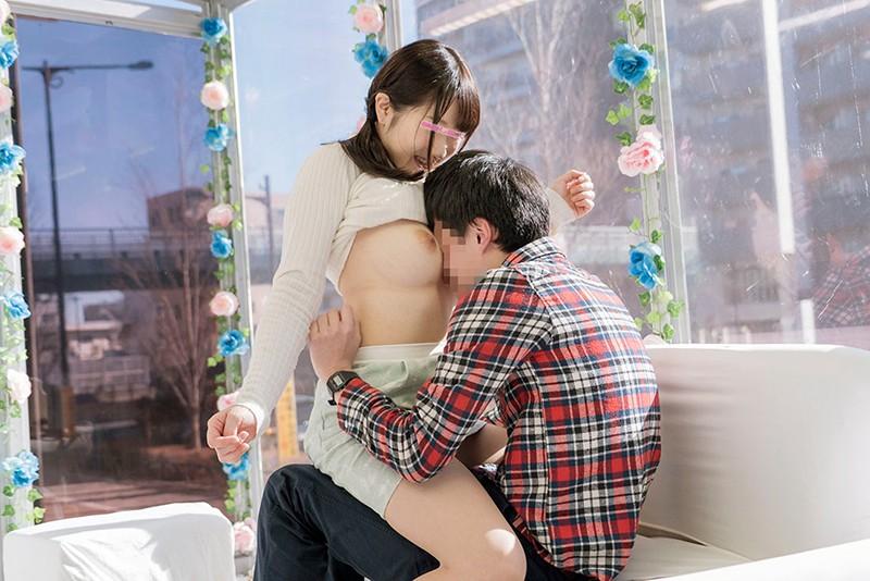 【女子大生】巨乳の女子大生素人の、フェラセックスプレイが、おっパブで。いい乳してます!