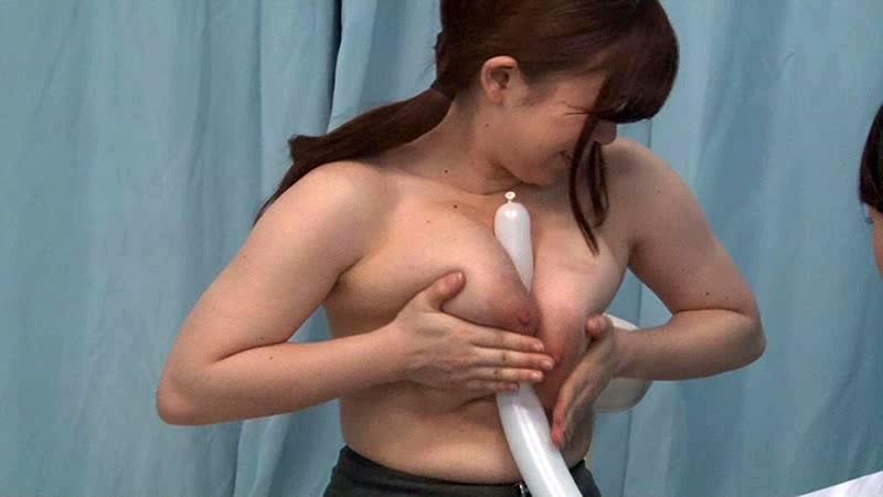 【素人】爆乳の素人OLの、乳揉み検診プレイが、マジックミラー号にて…!エロい乳してます!