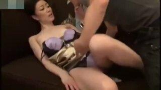 欲求不満美人な熟女人妻の、クンニ無料H動画!【熟女、人妻動画】