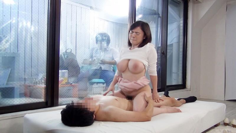巨乳の女子大生の、フェラ筆おろし寝取られ無料エロ動画。【sex、モニタリング動画】