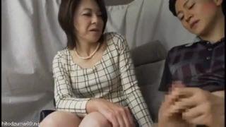 【人妻 オナニー】セレブ色白なHな巨乳の人妻奥様のオナニープレイエロ動画!