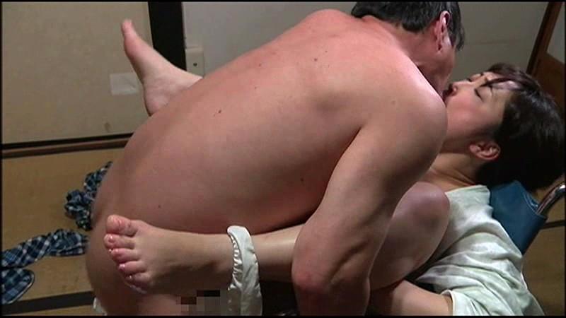 【ヘンリー塚本作品】巨乳の女性の、キス無料動画。