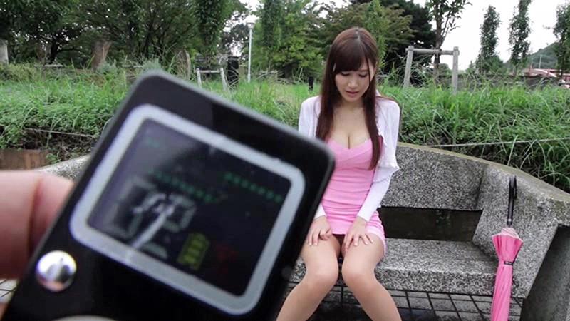 【美少女 リモバイ】スレンダーなエロい爆乳の美少女のリモバイバイブプレイが、野外にて…!!