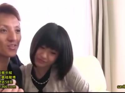 スレンダーな巨乳の素人女の子の、キス無料H動画。【素人、女の子、OL、同僚動画】