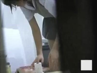 制服姿のJC妹の、隠し撮りパンチラ無料動画。【JC、妹動画】
