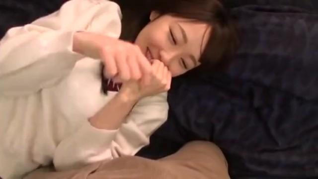 スレンダー優等生な制服姿のJK美少女の、電マフェラ中出し無料H動画!【ベロチュー動画】