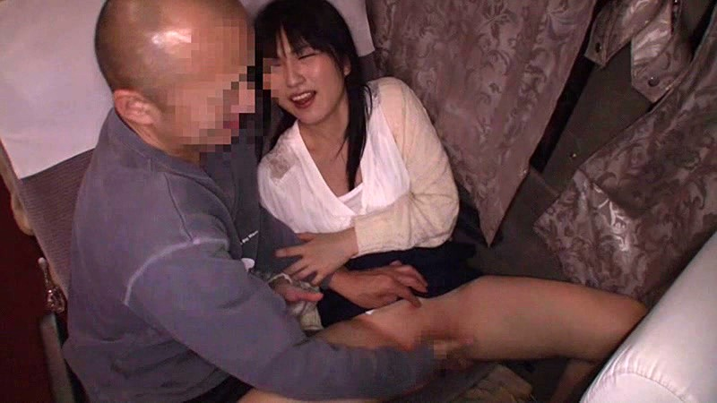 ミニスカでパイパンで巨尻の女性の、痴漢中出しレイプ無料H動画。