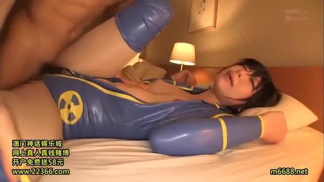 童顔ツインテールな貧乳でロリの美少女コスプレイヤーの、種付け中出し4P無料H動画。【フェラ、乱交、セックス、ハメ撮り、輪姦、膣内射精、バック、騎乗位動画】