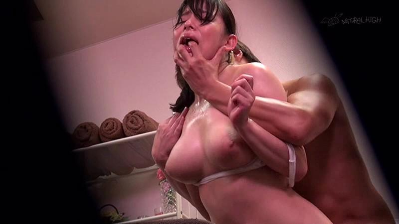 アヘ顔な巨乳でぽっちゃりの女性の、媚薬オイル無料動画!