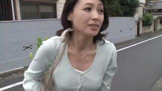巨乳で五十路の人妻熟女、安野由美のお漏らし無料H動画!【安野由美動画】