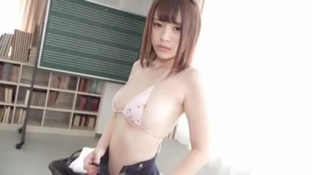 ブルマでスク水姿の美少女JK、伊藤舞雪のコスプレイメージエロ動画。可愛らしすぎる!