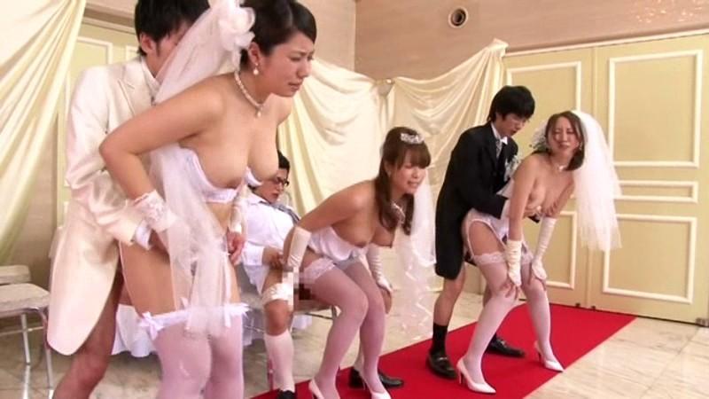 巨乳で巨尻の美女人妻の、近親相姦コスプレ乱交無料H動画!【美女、人妻動画】