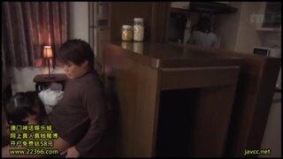 ノーパンの妹の、近親相姦悪戯誘惑無料H動画。【足コキ動画】