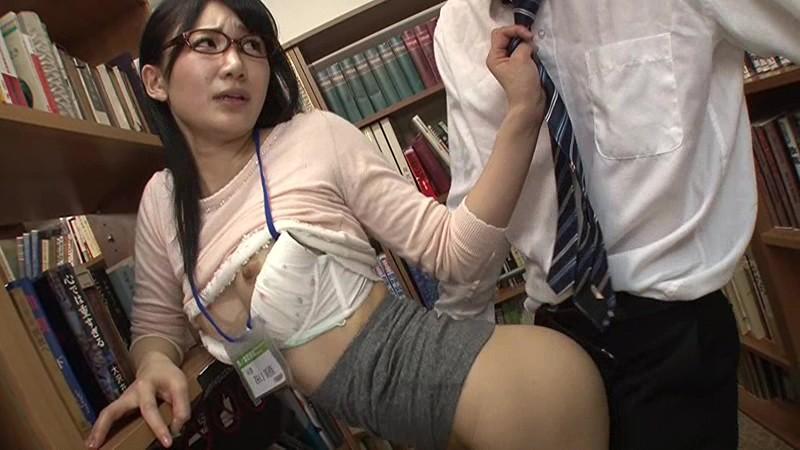 【おっぱい】巨乳でミニスカでメガネの痴女の、パンチラ着エロレイプ無料動画!【逆痴漢動画】