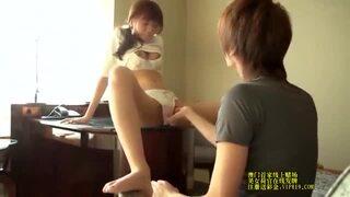 ロリのJK美少女の、手マンセックスイチャイチャ無料エロ動画。【JK、美少女、女子校生動画】