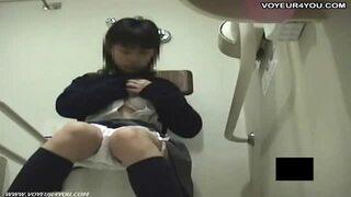 【トイレ】ロリのJCの、隠し撮り無料エロ動画。【JC動画】