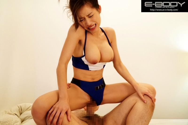 【おっぱい】汗だくでエロい巨乳のお姉さんの、パイズリハメ撮り痙攣プレイエロ動画!!エロい乳してます!