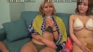 超乳で水着姿のお姉さん黒ギャルの、乱交潮吹き電マ無料H動画!【お姉さん、黒ギャル、素人動画】