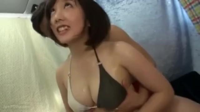 ビキニで巨乳の熟女人妻の、フェラ中出し寝取られ無料エロ動画!【騎乗位動画】