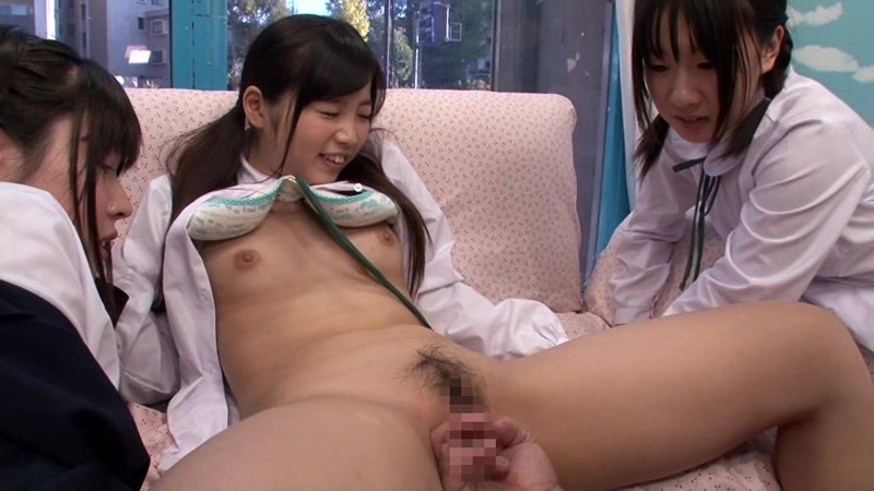 【JK 乱交】貧乳でロリの素人美少女の、乱交騎乗位4Pプレイが、MM号にて…!
