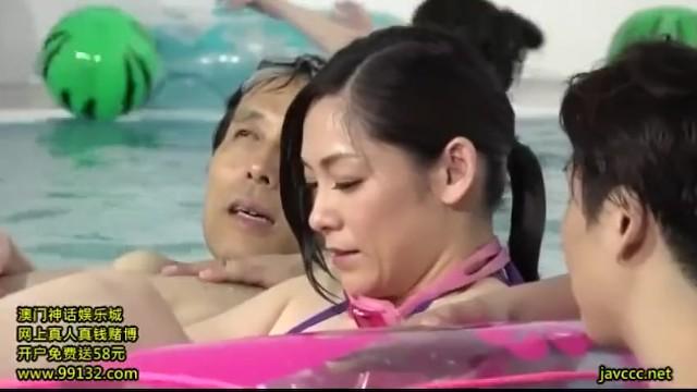【おっぱい】巨乳の女性の、中出し腰振りフェラプレイがエロい!エロい乳してます!