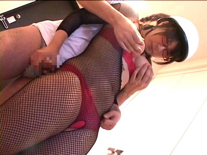 スレンダーな巨乳でロリで美乳で女性の、痴漢コスプレ無料H動画。