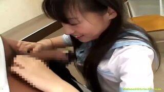 ロリの女子校生JK、椎名りくのフェラコスプレ無料エロ動画!【椎名りく動画】