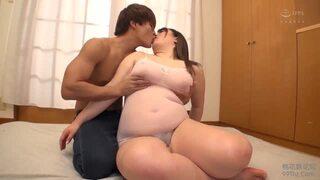 卑猥欲求不満なデカ乳の女性の、パイズリフェラsex無料動画!