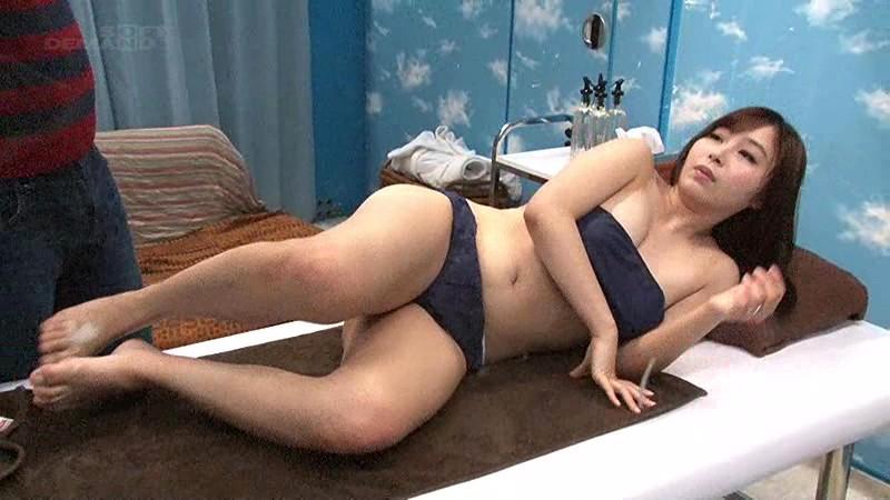 【人妻】豊満でエロい巨乳の人妻奥様の、寝取られ不倫sexが、マジックミラー号で!!