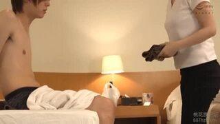 【おっぱい】スレンダー無防備な巨乳の女性の、フェラマッサージ無料H動画。