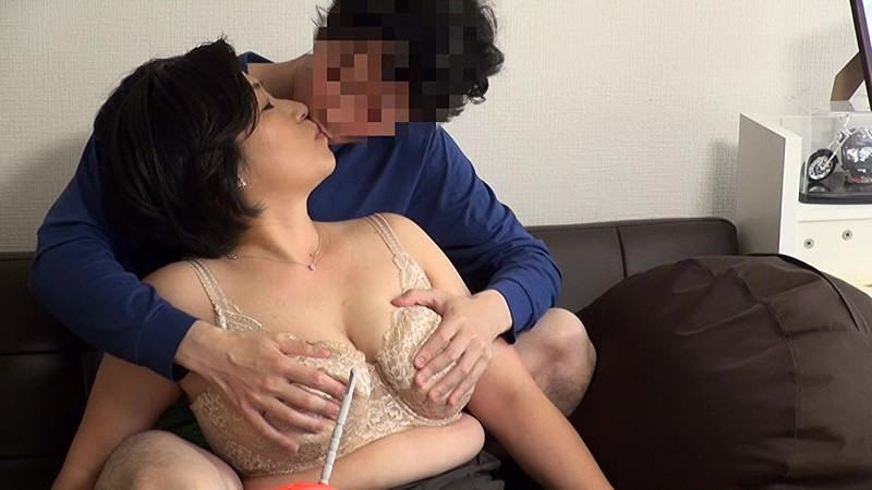 【熟女】巨乳でぽっちゃりの熟女素人の、フェラ無許可中出し種付けプレイ動画。いい乳してます!