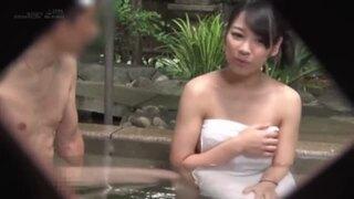 【おっぱい】男湯にて、巨乳の素人の、羞恥フェラ手コキ無料エロ動画。【素人動画】