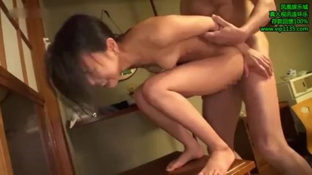 スレンダーな美乳の美少女の、輪姦フェラ無料動画。【美少女動画】