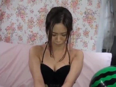 スレンダーな貧乳で水着姿の素人の、絶頂フェラ無料エロ動画!【素人動画】